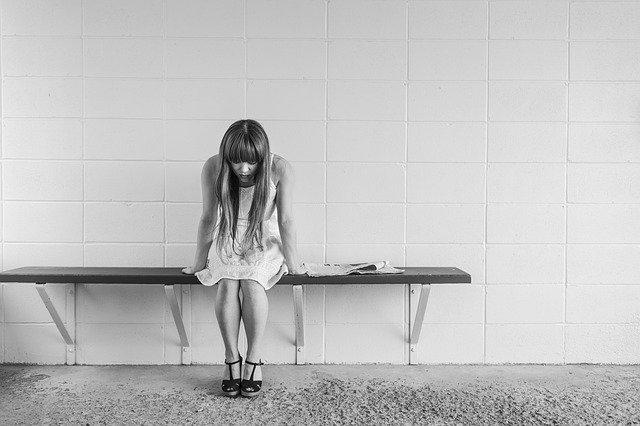憂鬱悲傷的女子